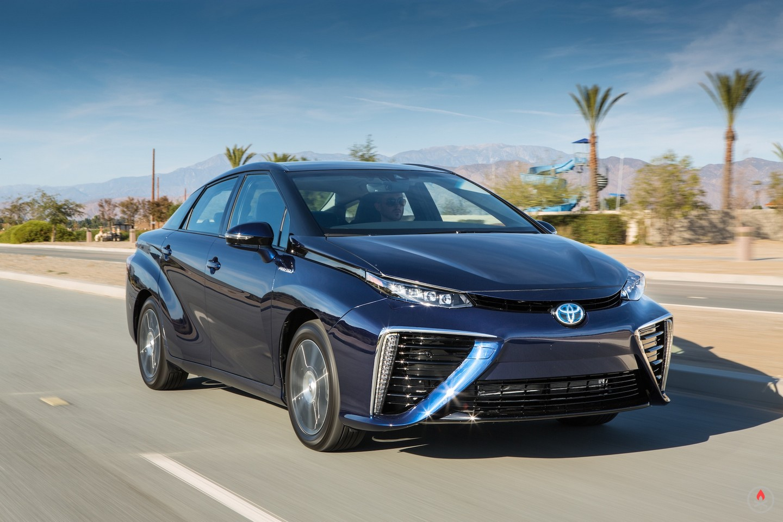 Тойота запустила всерийное производство водородный автомобиль Mirai