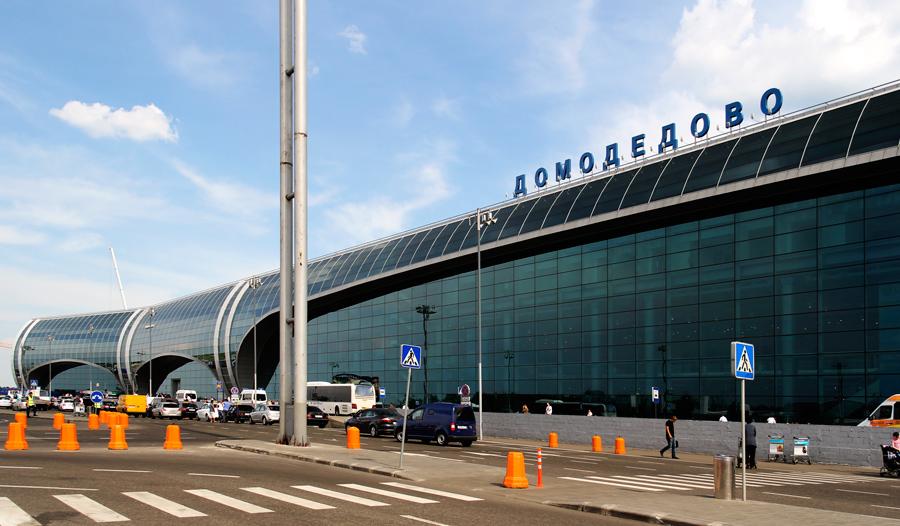 Lexus за 5 млн рублей угнали с платной стоянки аэропорта домодедово