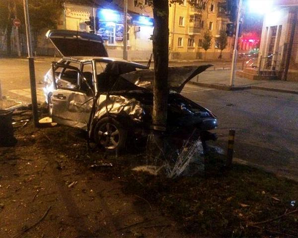 ВКраснодаре столкнулись две легковушки: есть пострадавшие