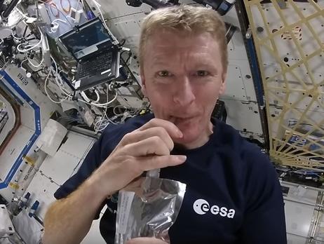 Астронавт из Англии поведал овкусе переработанной мочи