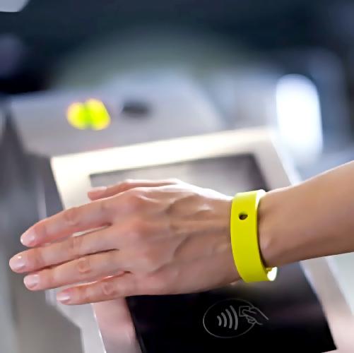 ВПетербурге в предстоящем году появятся проездные ввиде браслетов