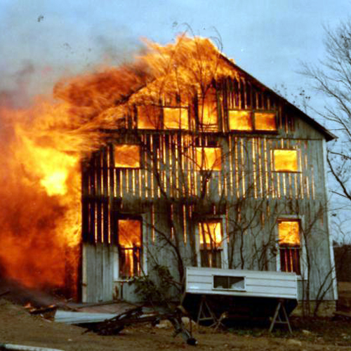 После пожара всадоводстве под Волховом отыскали труп