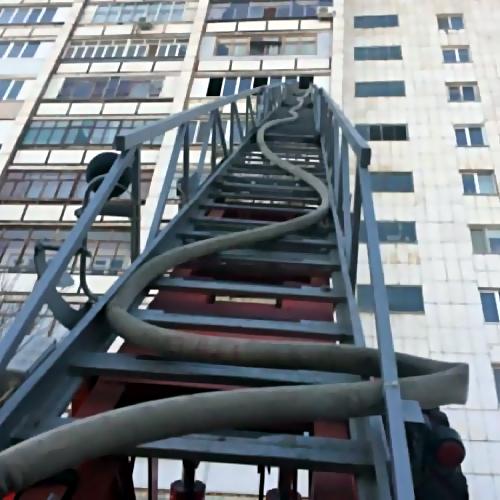 Впожаре вжилой многоэтажке в столицеРФ пострадали 4 человека