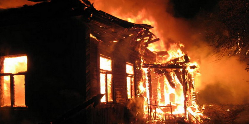 Два бездомных мужчины погибли впожаре вСемёновском районе