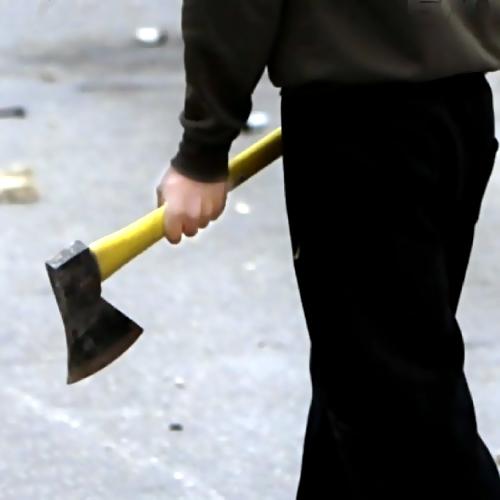 Красноярские пожилые люди обезвредили напавшего наних соседа вмаске