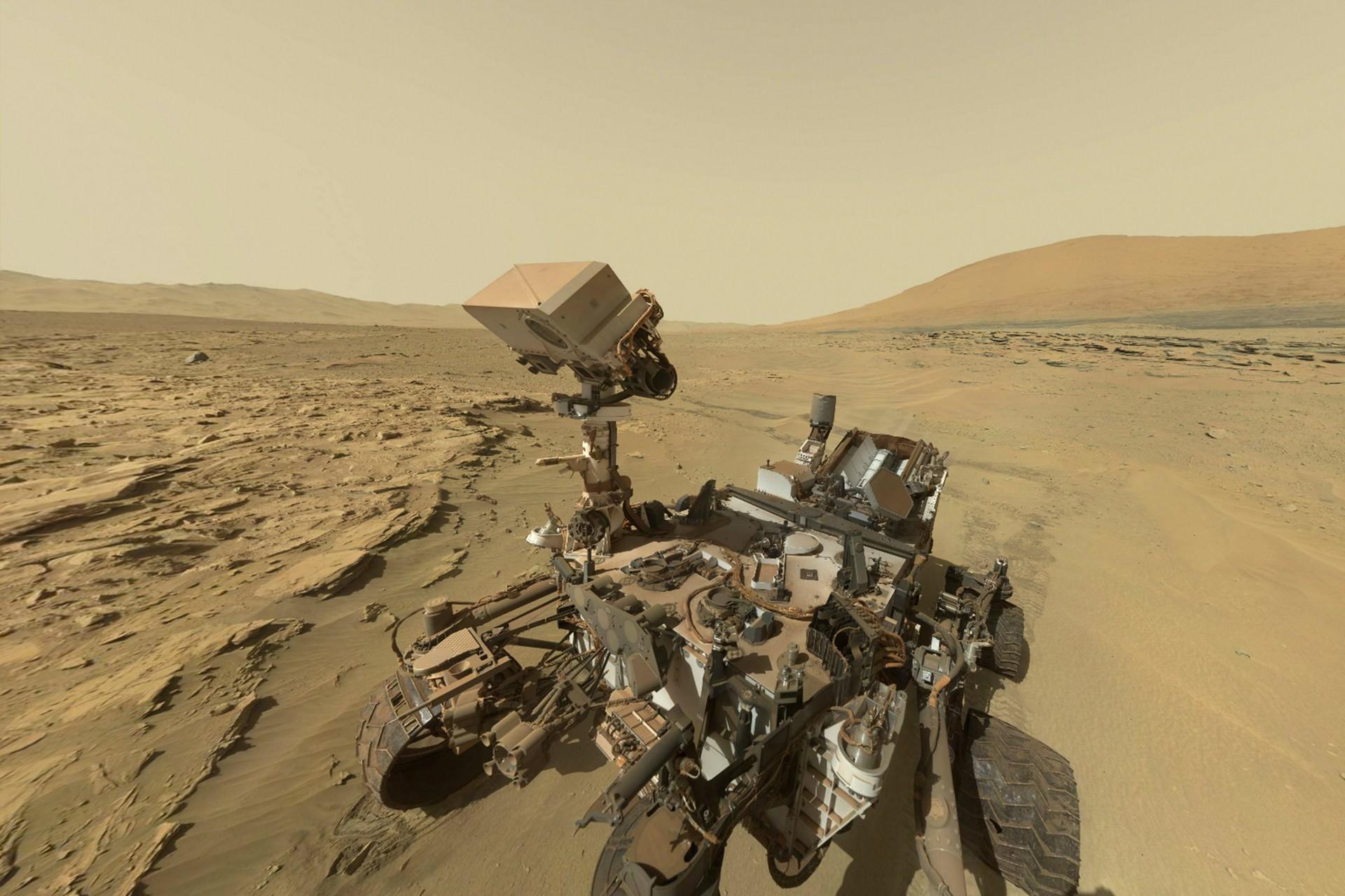 На поверхности Марса найден металлический метеорит неизвестного происхождения