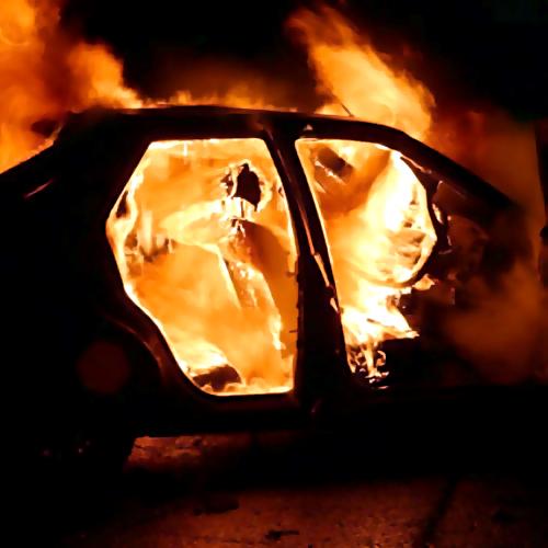 ВВоронеже сгорел автомобиль Пежо
