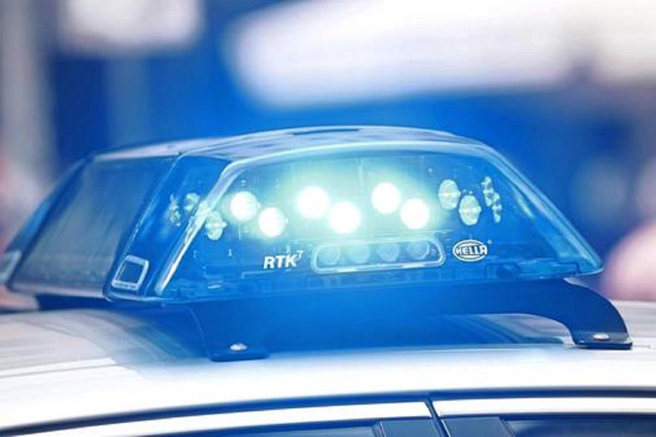 ВИркутске полицейские устанавливают личность сбитой фургоном женщины