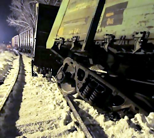 Семь вагонов сизвестняком сошли срельсов вБашкирии