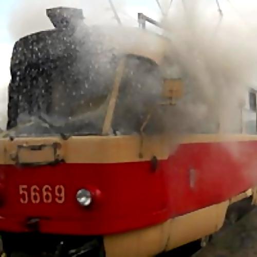 ВХабаровске вспыхнул трамвай спассажирами