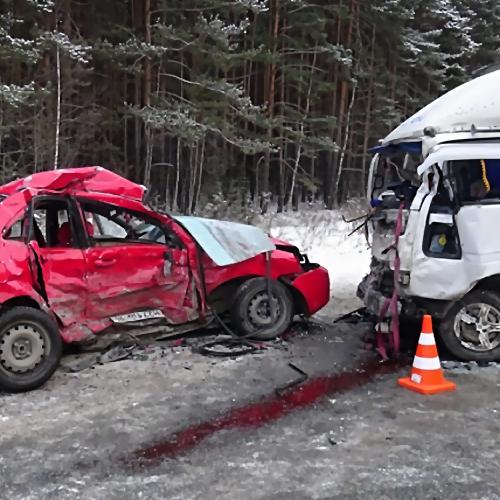 Шофёр  «десятки» умер  после столкновения с«Ивеко» вРостовской области