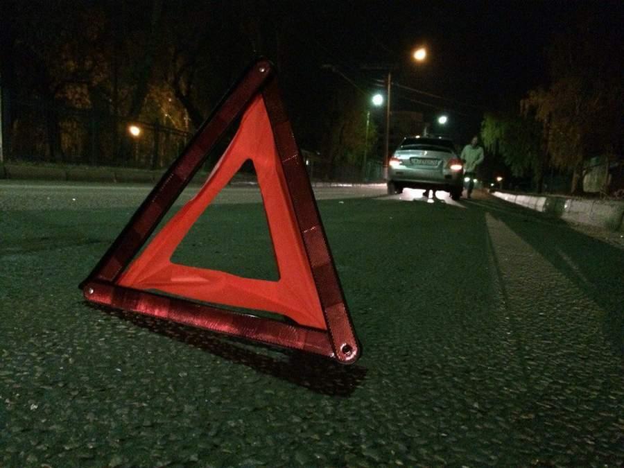 ВЕкатеринбурге автомобильный видеорегистратор снял, как машина сбила школьницу наглазах у милиции