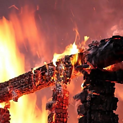 Вкрупном ночном пожаре под Тюменью пострадал человек
