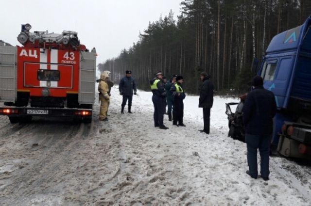 ВПетушинском районе встолкновении «легковушки» и фургона погибли два человека