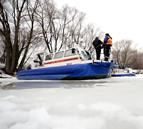 ВКоломне супруги нарыбалке провалились под лед, мужчина умер