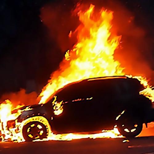 «Пежо» сгорел вРостове