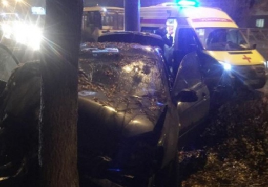 ВОренбурге наулице Терешковой шофёр на«Кия» врезался вдерево