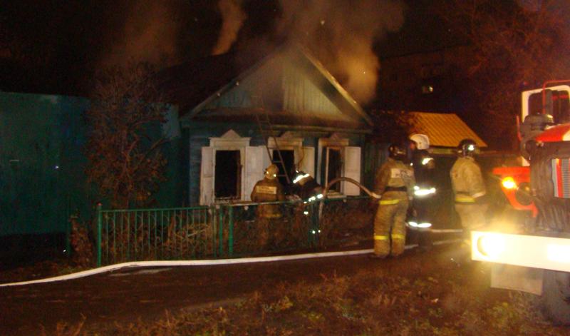 ВОренбурге впожаре в личном доме погибли два человека