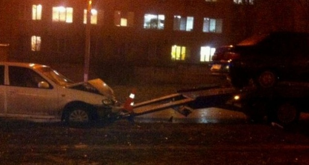 ВДзержинском районе Волгограда эвакуатор отбросило наего водителя
