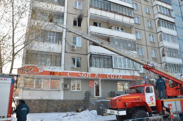 ВЧелябинске мать спасла сына, выбросив его счетвертого этажа