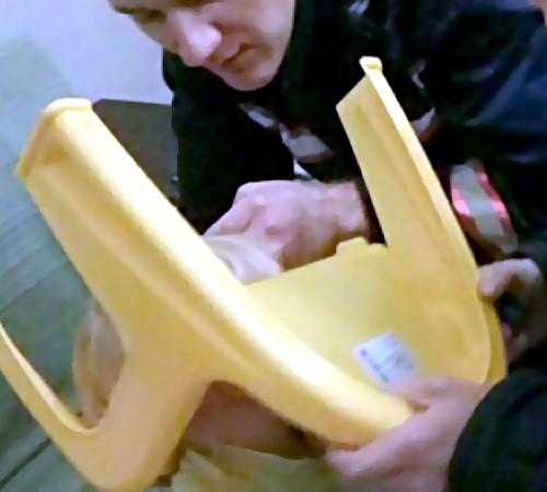 Cотрудники экстренных служб освободили голову ребенка изстула вНовосибирске