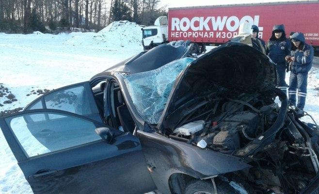 ВТатарстане шофёр БМВ умер влобовом столкновении сфурой