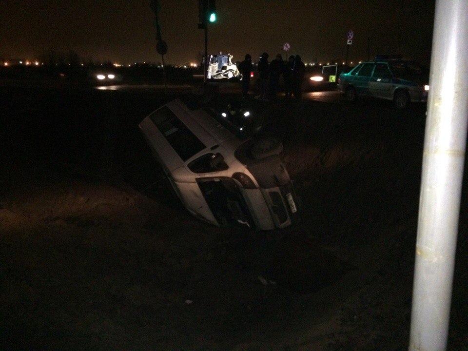 Появились фото чудовищного ДТП смаршруткой наКолпинском шоссе вПетербурге