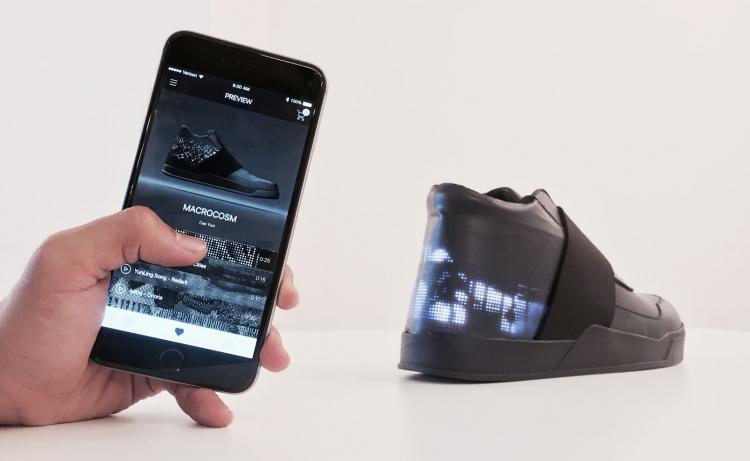 ВСША стартаперы Vixole представили кроссовки с экраном ибеспроводной зарядкой