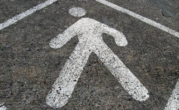 ВПерми автомобиль сбил девушку, которая перебегала улицу