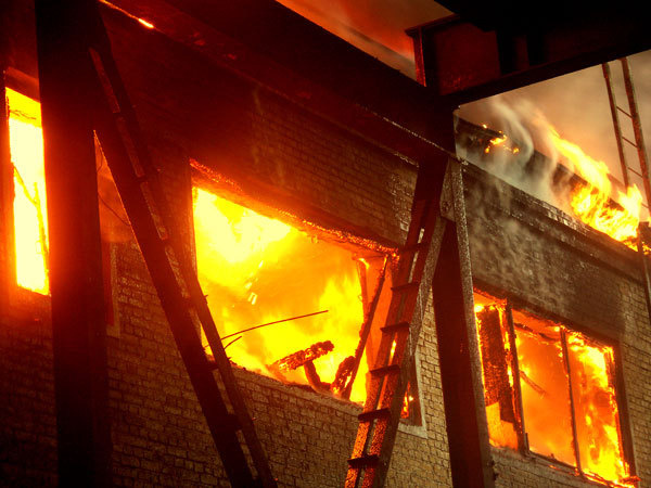 Впоселке Волочанка вКрасноярском крае впожаре погибли дети