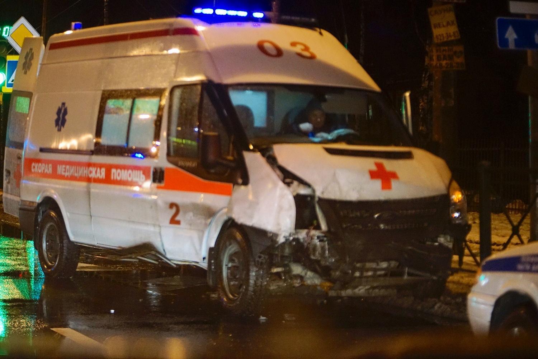 НаВыборгском шоссе вДТП угодила машина «скорой помощи»— Петербург