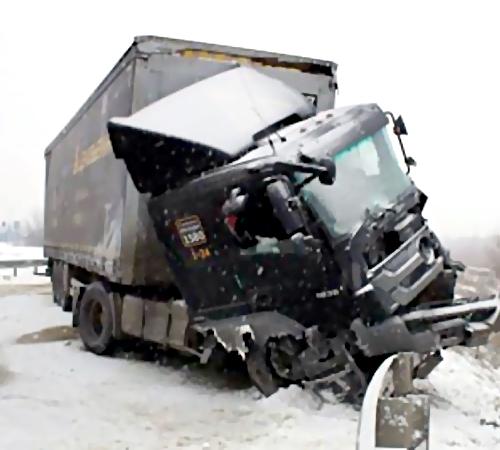 Очередное столкновение натрассе М5: у фургонов загорелись кабины