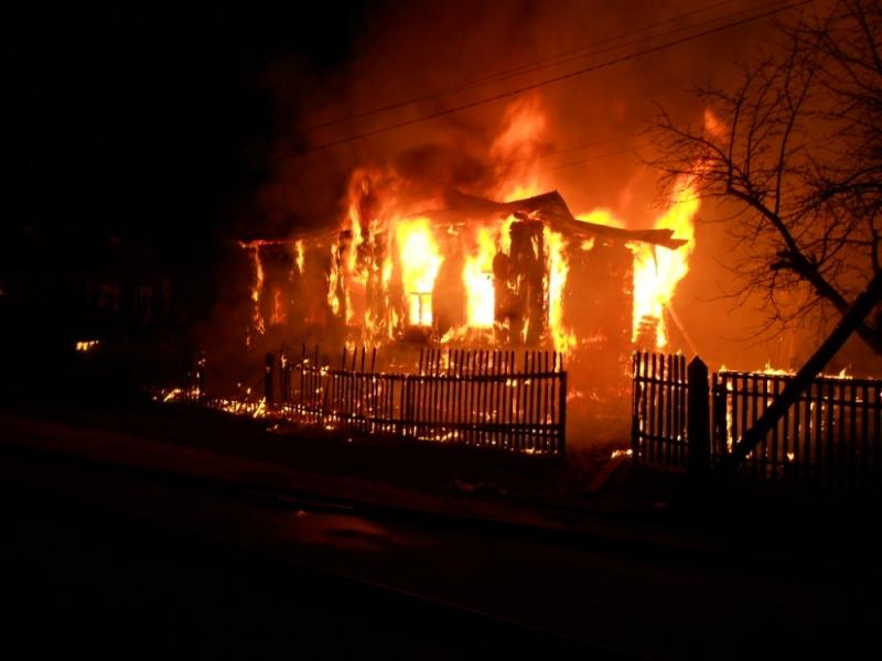 ВРодниках сын несмог выбраться изгорящего дома— ребенок умер