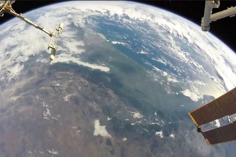 Астронавт NASA снял Землю вовремя выхода воткрытый космос