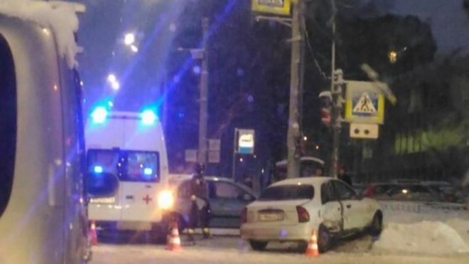 НаСветлановском вПетербурге автомобилистка сребёнком вмашине спровоцировала ДТП