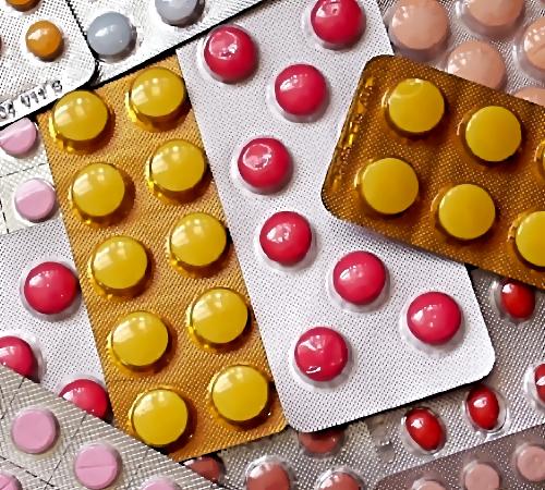 Мед. работники спасают наглотавшуюся таблеток 13-летнюю девочку— Петербург