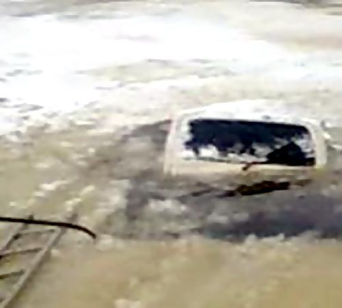 Автомобиль провалился под лед вПриморье