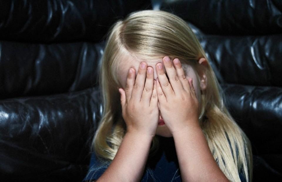 ВКраснодаре судят мужчину, развращавшего несовершеннолетнюю дочь сожительницы