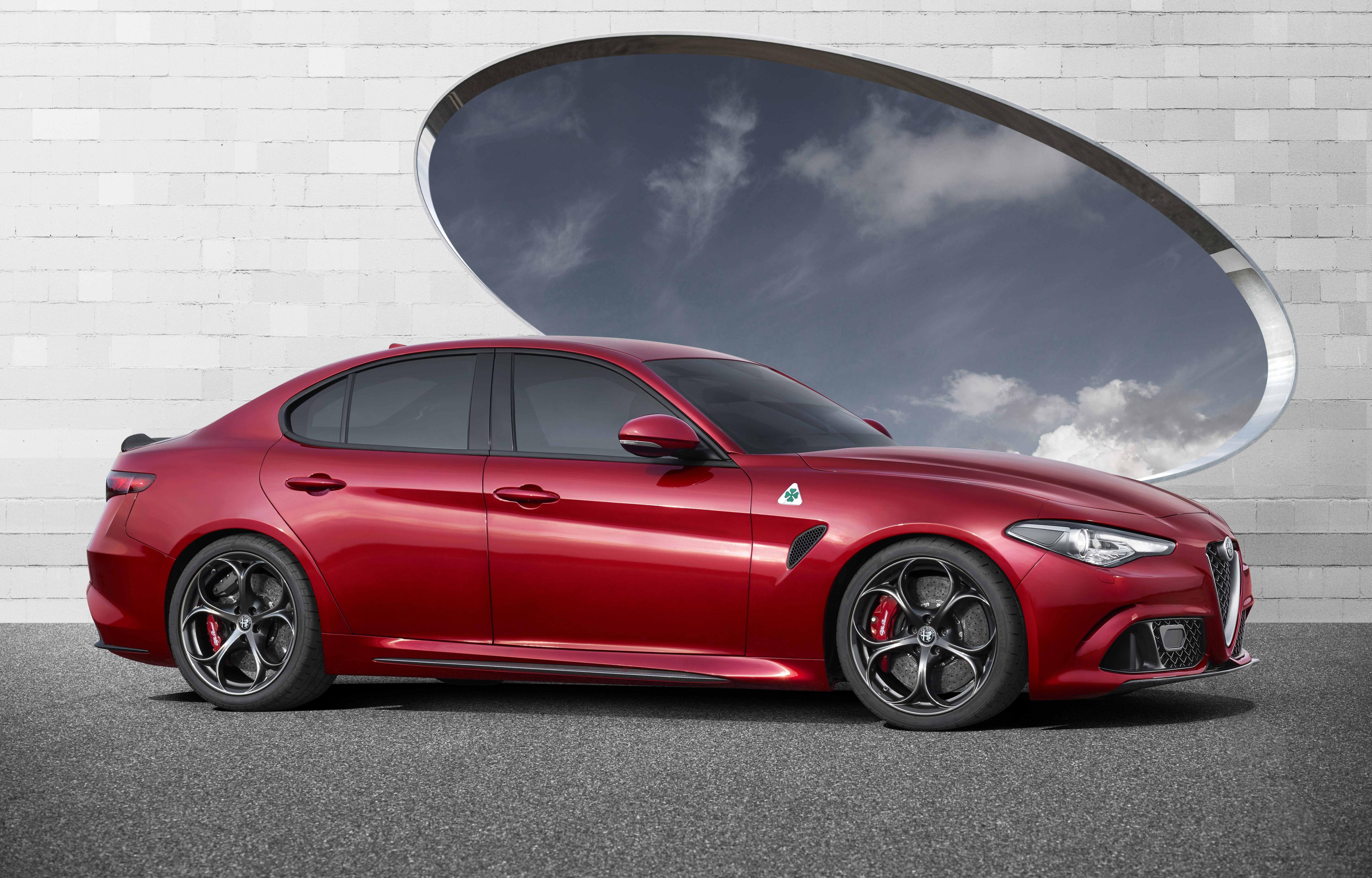 Стали известны цены на новый спортивный автомобиль Альфа Ромео Giulia