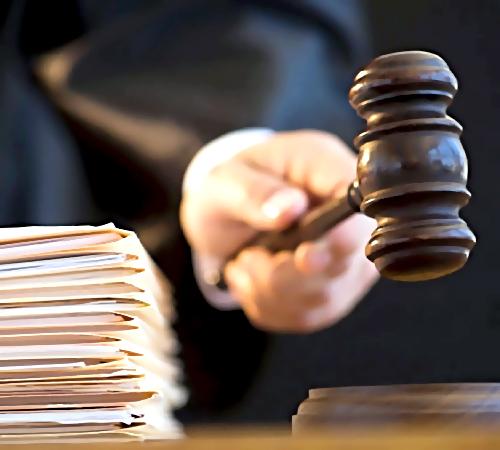 ВНовокузнецке осудили восемь членов крупной группы вымогателей