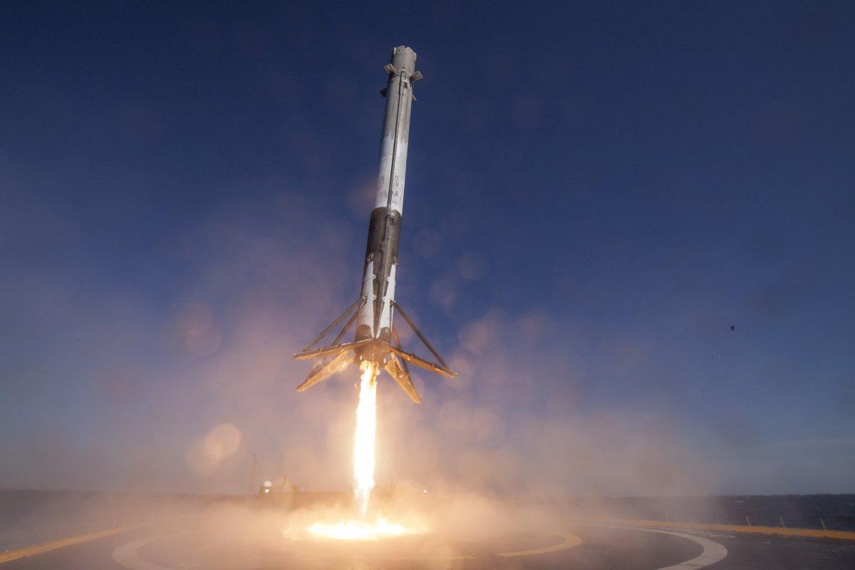 SpaceX выведет наорбиту два казахстанских спутника