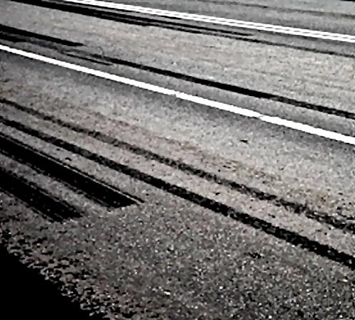 Водителя Волги, протаранившего забор идом вцентре Воронежа, увезли в клинику