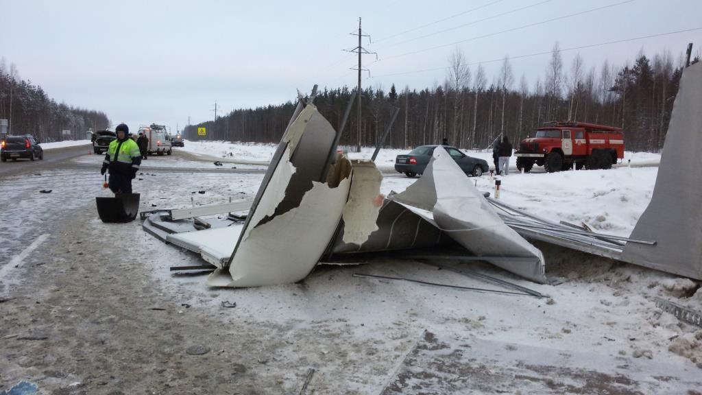 Шофёр «Мерседеса» умер в трагедии натрассе Вологда— Новая Ладога