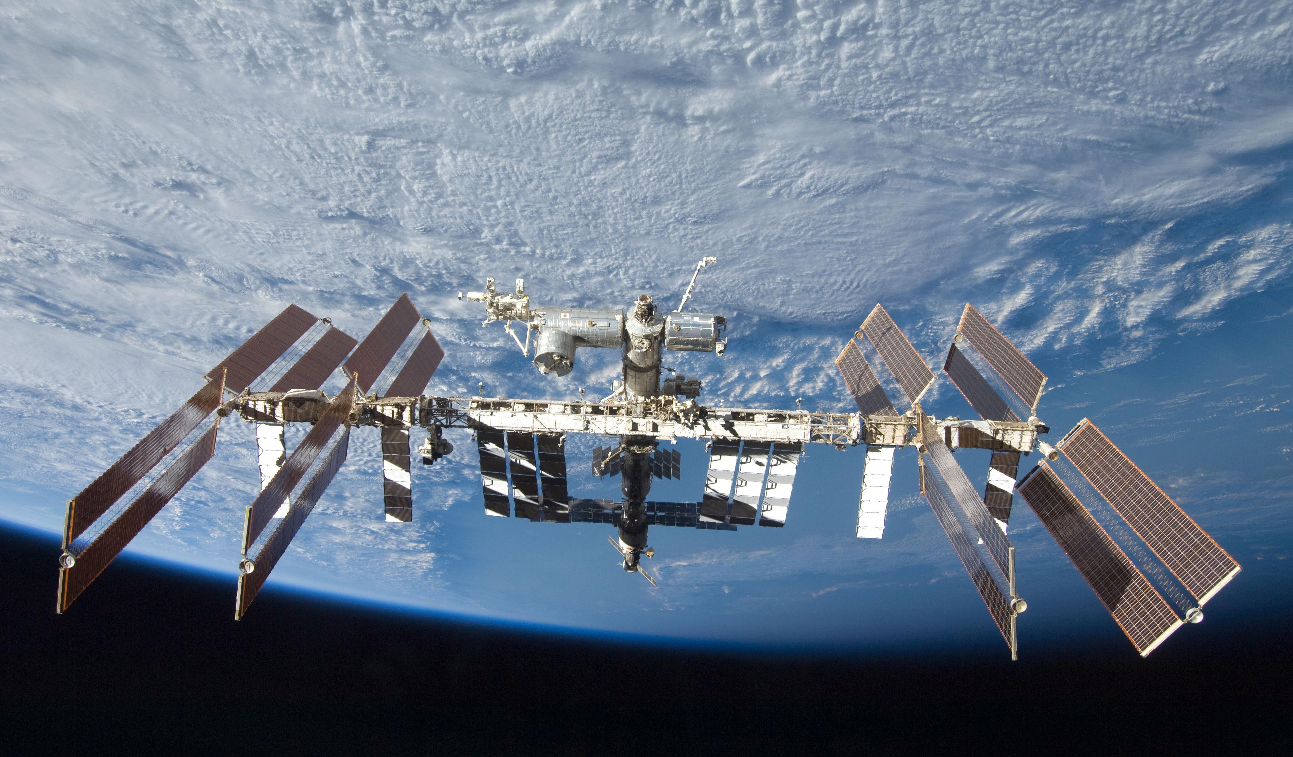 Уфологи: Пришельцы атакуют МКС лазерными бластерами