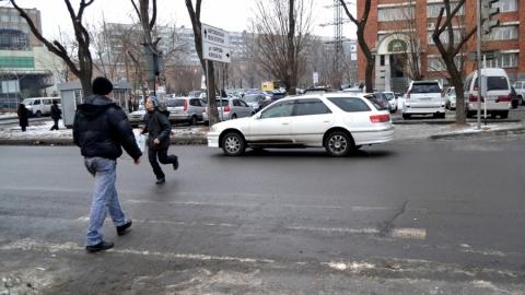 Засутки трое несовершеннолетних попали под колеса авто вСаратове