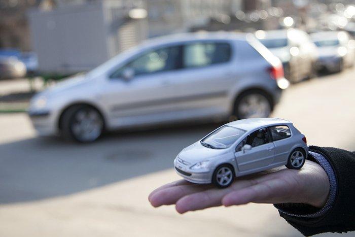 Производство легковых автомобилей в РФ за 11 месяцев упало на 23,6