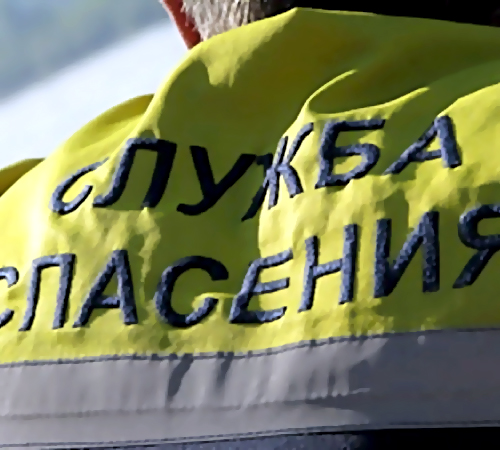 Мужчина застрял между стеной ибанкоматом вНовосибирске