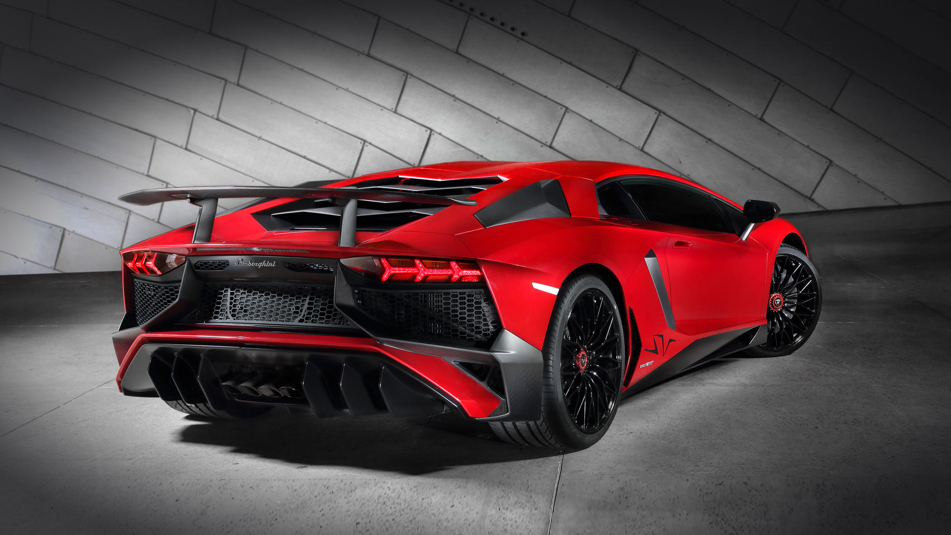 Прототип Lamborghini Aventador sзамечен впреддверии премьеры