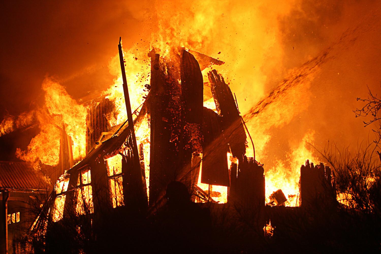 Три человека погибли впожаре вквартире вКомсомольске-на-Амуре