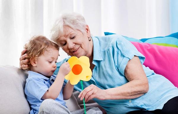 Ученые доказали, что уход завнуками может увеличить длительность жизни